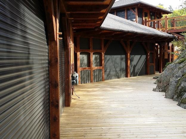 560 Bronze Boat House