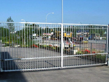 Double Swing Commercial Gate